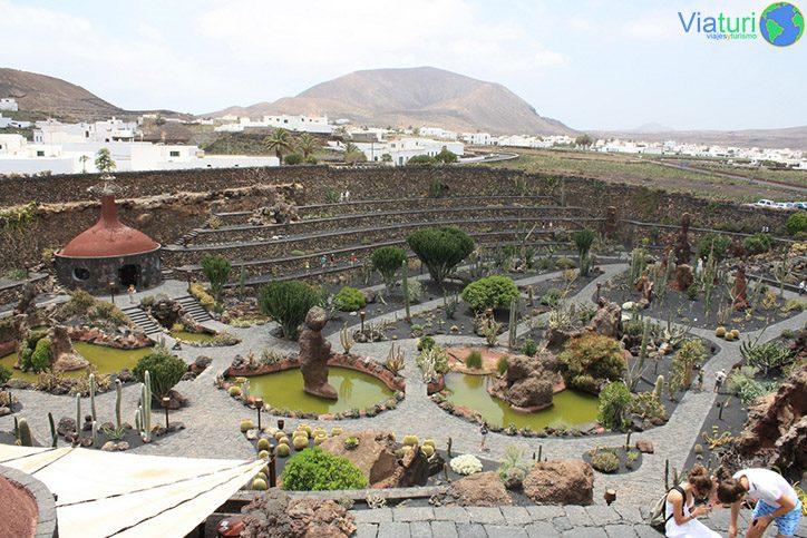 Que ver en lanzarote cuando visitas la isla for Jardin de cactus lanzarote