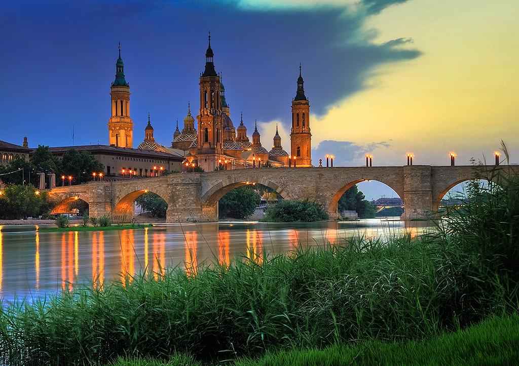 Zaragoza bonita urbe en espana
