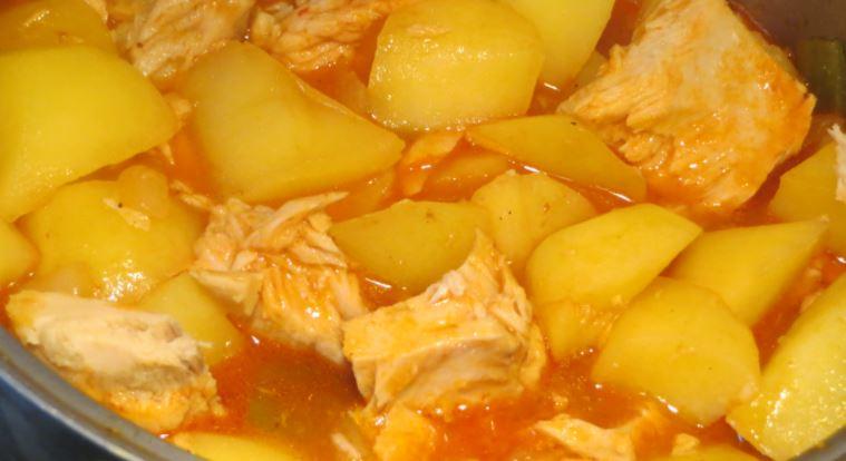 comida tipica andaluza guiso de patatas
