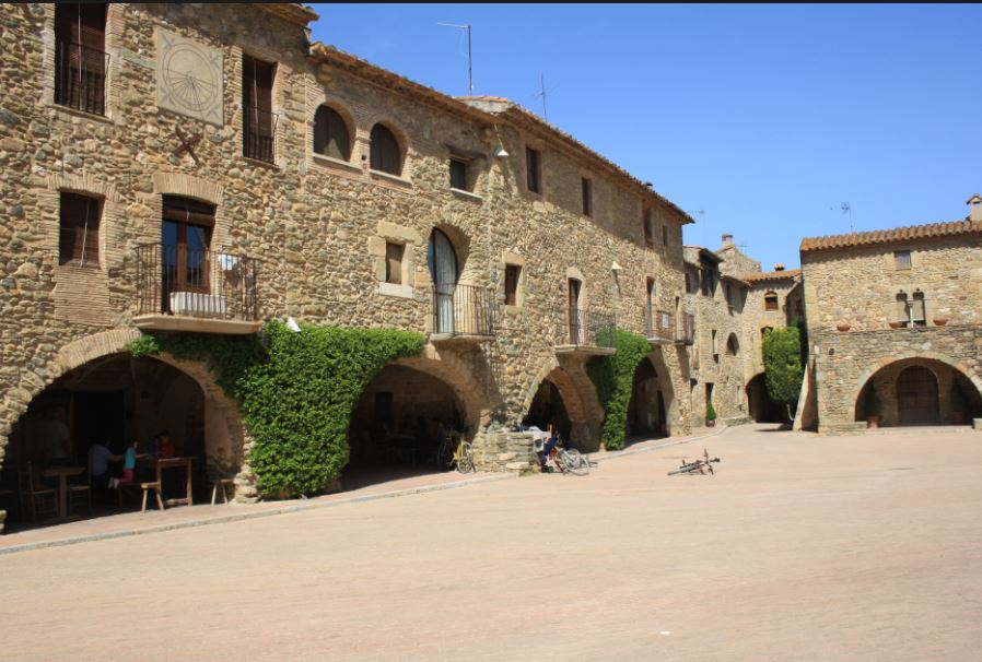 monells pueblo catalan