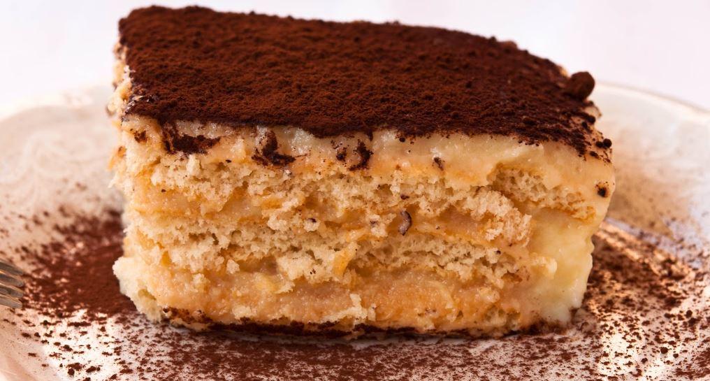 Biskvitena torta gastronomia bulgaria