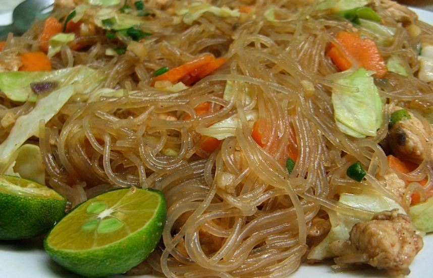 Pancit Bihon cosas tipicas de filipinas