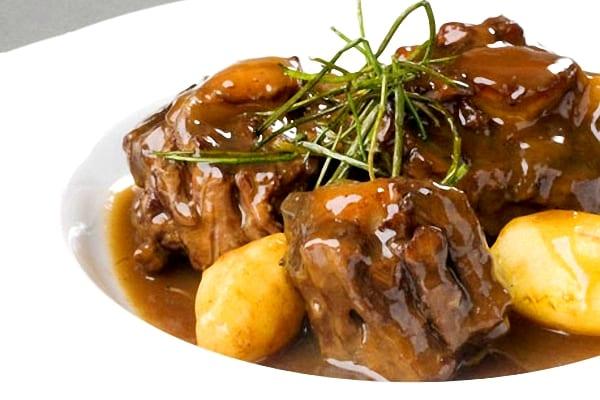 comidas típicas de oceanía rabo de toro