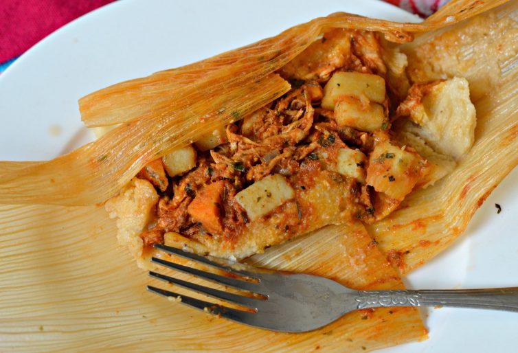Tamales de pollo comida tradicional de el salvador
