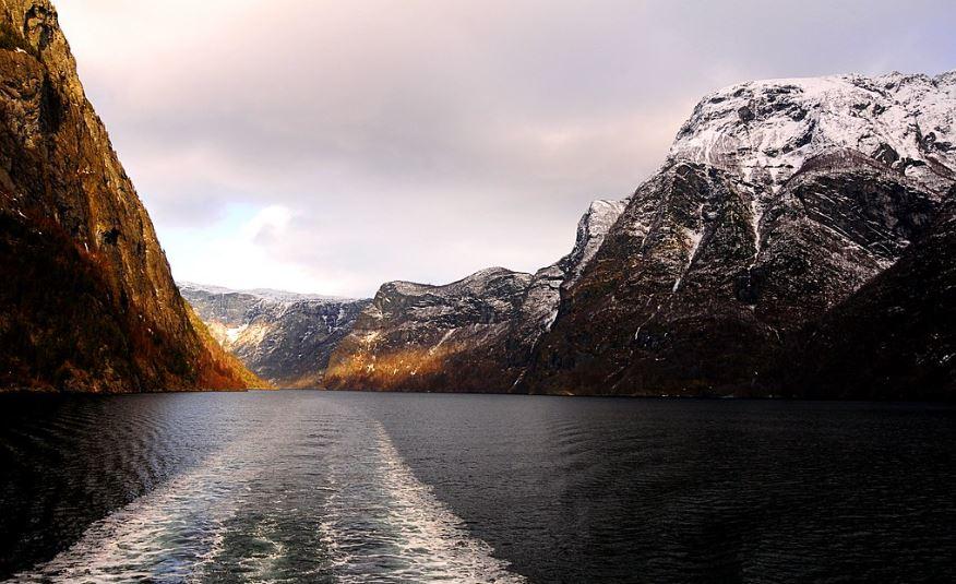 Sognefjord fiordos noruegos en verano