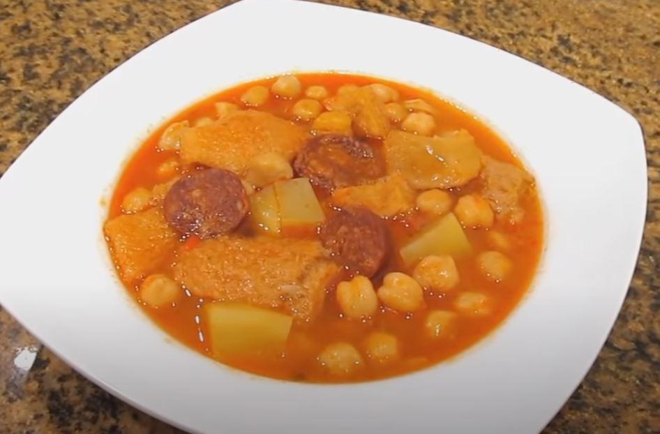 Callos con garbanzos comida típica de galicia
